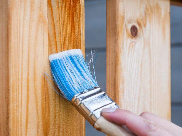 Barnizar madera
