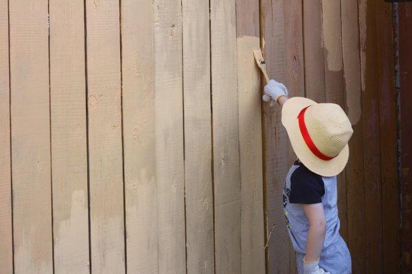 Pintando pared de madera